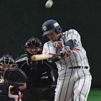 【神戸市・高砂市(三菱重工神戸・高砂)-日立市(日立製作所)】二回裏日立市2死、大塚がこの試合唯一の得点となるソロ本塁打を左越えに放つ=東京ドームで2019年7月21日、矢頭智剛撮影