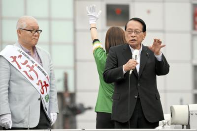 参院選候補の応援演説に駆けつけた平沢勝栄衆院議員=東京都葛飾区で2019年7月11日、宮本明登撮影