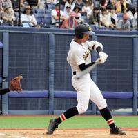 【五泉-日本文理】一回裏日本文理1死二塁、長谷川が適時二塁打を放ち1点先制=新潟市中央区のハードオフエコスタジアムで