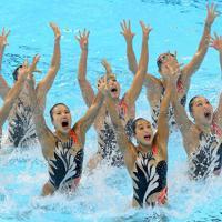 チーム・テクニカルルーティン決勝で演技する日本の選手たち=韓国・光州で2019年7月16日、宮武祐希撮影