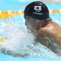 男子100メートル平泳ぎ準決勝、全体4位で決勝に進出した小関也朱篤=韓国・光州で2019年7月21日、宮武祐希撮影