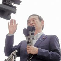 河井氏の応援演説をする菅氏=広島市中区で2019年6月22日、高橋克哉撮影