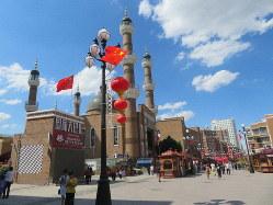 中国新疆ウイグル自治区ウルムチ市内で2019年6月24日、工藤哲撮影