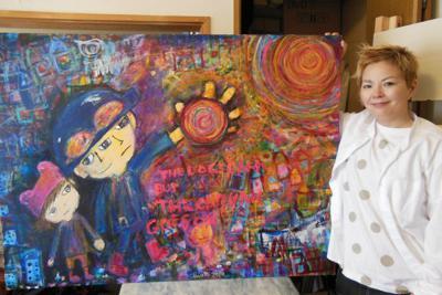 イラストを描いた細尾ちあきさん=さいたま市内で、山寺香撮影