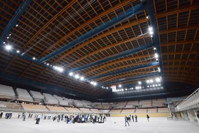 報道陣に公開された建設中の有明体操競技場=東京都江東区で2019年7月22日午後2時13分、根岸基弘撮影