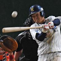 【大阪市(NTT西日本)-日立市(日立製作所)】五回表大阪市1死一塁、日下部が同点の左越え2ラン本塁打を放つ=東京ドームで2019年7月23日、矢頭智剛撮影