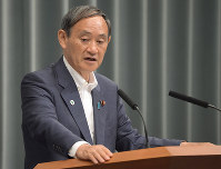 Chief Cabinet Secretary Yoshihide Suga speaks during a press conference at the prime minister's office in Tokyo, on July 23, 2019. (Mainichi/Masahiro Kawata)