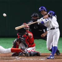 【川崎市(東芝)-千葉市(JFE東日本)】三回裏千葉市2死一塁、今川が先制となる右越え2点本塁打を放つ=東京ドームで2019年7月24日、吉田航太撮影