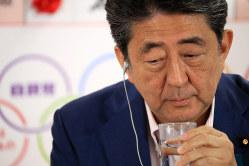 参院の改憲勢力が3分の2を割り、会見の道は険しさを増した(東京都千代田区で7月21日)
