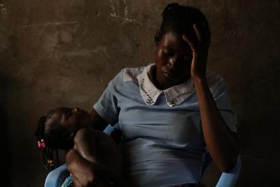 「バナムラ」に8カ月拘束されたカバジ・チブアブアさん。次女は民兵との間に生まれた=カサイ州チカパで2019年2月13日、小泉大士撮影