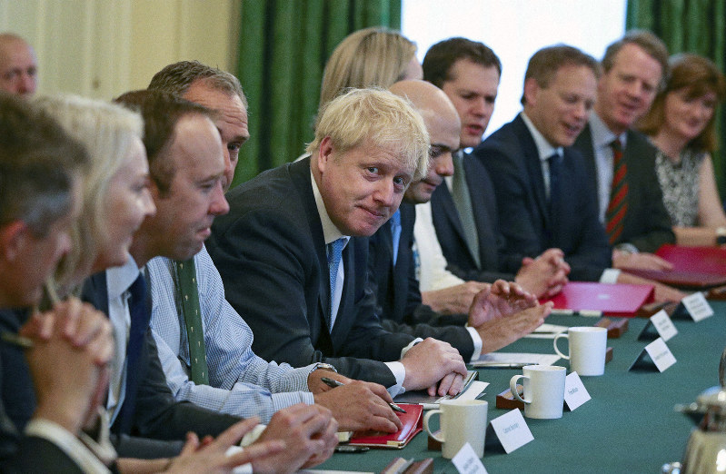 IMG BORIS JOHNSON BETWEEN MP's