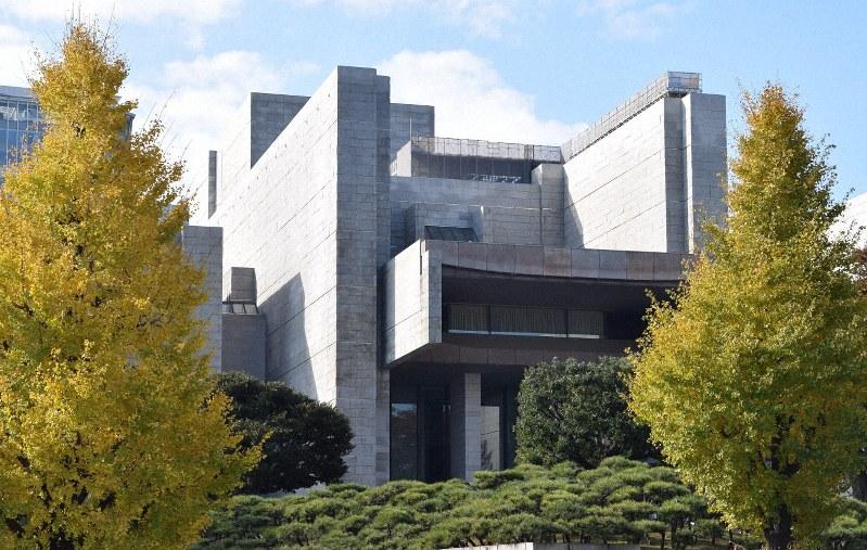 最高裁の正面玄関=東京都千代田区で、伊藤直孝撮影
