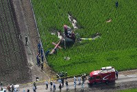 The helicopter that crashed in the Ibaraki Prefecture city of Chikusei is seen at 9:46 a.m. on July 29, 2019, a little over an hour after it crashed as it was crop dusting, in this photo taken from a Mainichi Shimbun helicopter. (Mainichi/Kimi Takeuchi)