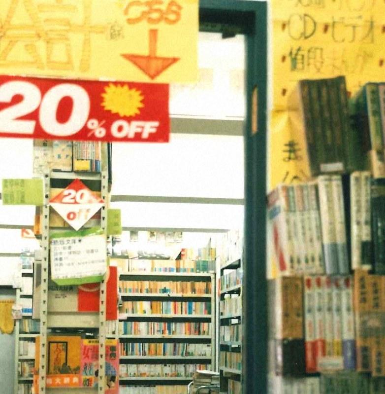 店内は4階までところ狭しと本が並ぶ