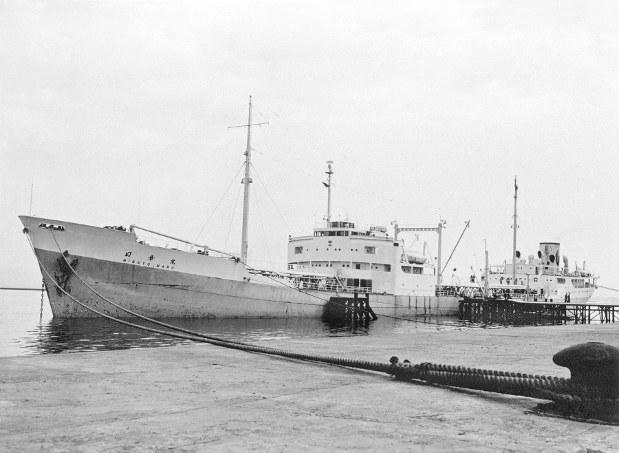 イランが親日国となった原点(イランの石油を積んで川崎港に着いた日章丸=1953年)