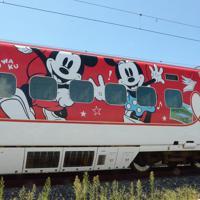 8月1日から運行するミッキー新幹線の外観(C)Disney=熊本市の熊本総合車両所で2019年7月31日午後1時55分、浅川大樹撮影