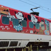 8月1日から運行するミッキー新幹線の外観(C)Disney=熊本市の熊本総合車両所で2019年7月31日午後1時52分、浅川大樹撮影