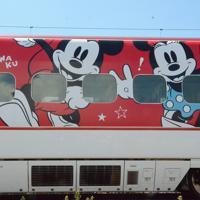 8月1日から運行するミッキー新幹線の外観(C)Disney=熊本市の熊本総合車両所で2019年7月31日午後1時54分、浅川大樹撮影