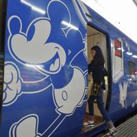 ソニックにも登場したミッキー仕様の特別列車=福岡市博多区のJR博多駅で2019年7月14日午後2時52分、上入来尚撮影