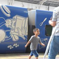 ソニックにも登場したミッキー仕様の特別列車=福岡市博多区のJR博多駅で2019年7月14日午後2時36分、上入来尚撮影