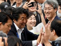 参院選の結果、改憲勢力は3分の2にあと4議席届かなかった(札幌市中央区で7月15日)