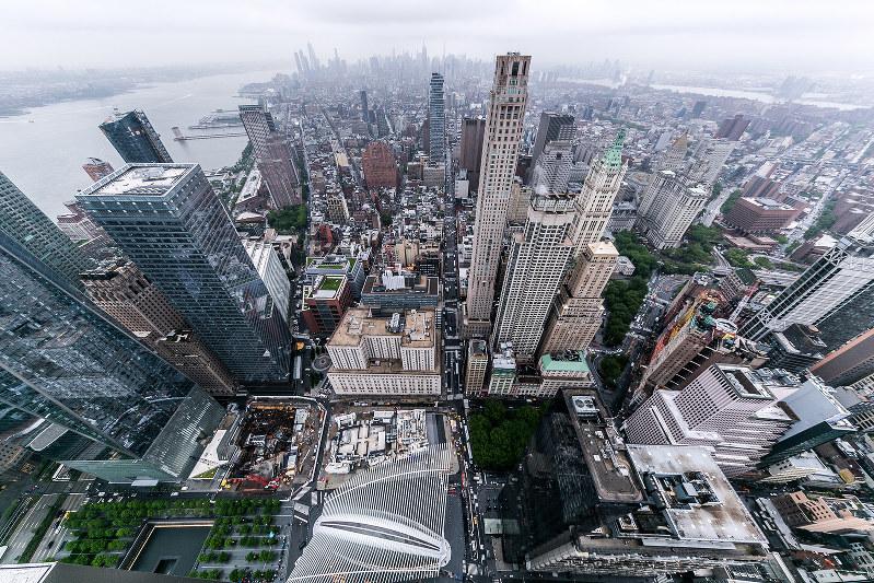 海外への直接投資が拡大している(米ニューヨーク市)(Bloomberg)