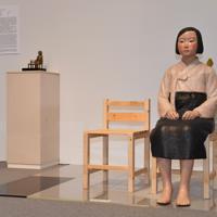 公開中止が決まったあいちトリエンナーレ2019の「表現の不自由展・その後」に展示されている「平和の少女像」=名古屋市東区の愛知芸術文化センターで2019年8月3日午後7時34分、大西岳彦撮影