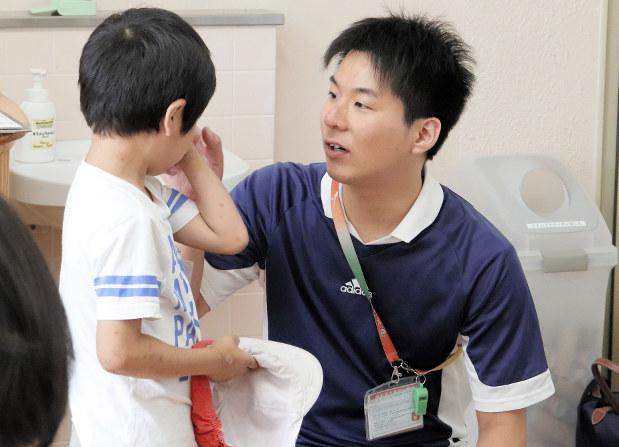教育の窓:保健室、頼れる男の先生 養護教諭、大規模校は複数配置 ...