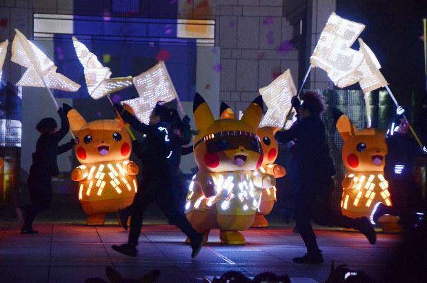 【おでかけ】ピカチュウ2000匹大量発生 横浜で光のパフォーマンス…昨年の1500匹からさらに増え、横浜を黄色に染める