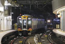 近鉄・阪神大阪難波駅を出発し、尼崎方面へ向かう阪神の車両