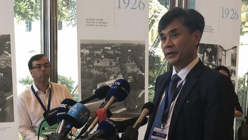 記者団に日本の「不当性」を訴える韓国の金勝鎬新通商秩序戦略室長=ジュネーブで7月24日、三沢耕平撮影