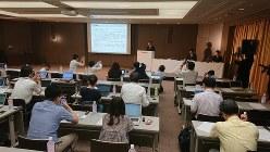 東芝本社で行われた2019年4~6月期決算発表=東京都港区で2019年8月7日、今沢真撮影