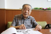 Morimasa Takei is seen at home in Kumatori, Osaka Prefecture, on July 19, 2019, showing the atomic bombing material he compiled while he talks about his experiences in the Hiroshima blast. (Mainichi/Sakae Toda)