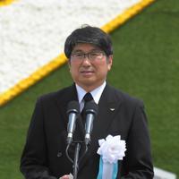 平和宣言を読み上げる田上富久・長崎市長=長崎市の平和公園で2019年8月9日午前11時3分、徳野仁子撮影