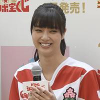 女優の新川優愛さん=東京都中央区で2018年4月4日、藤井達也撮影