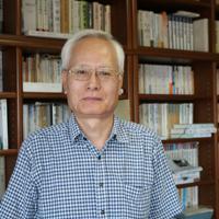 中央大名誉教授の吉見義明さん=東京都多摩市で2019年8月8日、吉井理記撮影