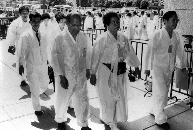表現の不自由」考:「従軍慰安婦はデマ」というデマ 歴史学者、吉見 ...