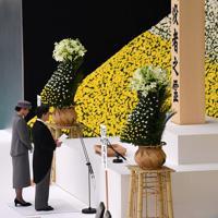 全国戦没者追悼式で、おことばを述べられる天皇陛下と皇后陛下=東京都千代田区の日本武道館で2019年8月15日午後0時1分、北山夏帆撮影