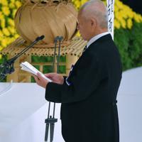 全国戦没者追悼式で、遺族代表として追悼の辞を述べる森本浩吉さん=東京都千代田区の日本武道館で2019年8月15日午後0時18分、手塚耕一郎撮影