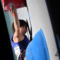 女子リード決勝で課題を攻める3位に入った森秋彩=東京・エスフォルタアリーナ八王子で2019年8月15日、宮間俊樹撮影
