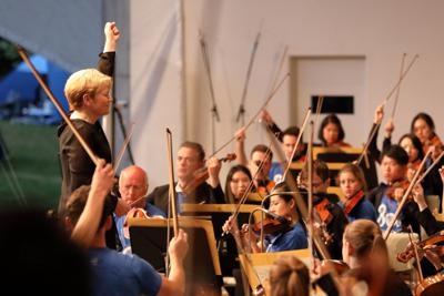 ピクニックコンサートから、オルソップとPMFオーケストラ (C) PMF組織委員会