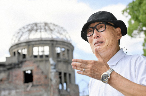 An emotional Hiroshi Kanemoto speaks about his deceased mother and sister in front of the Atomic Bomb Dome in Hiroshima on Aug. 5, 2019. (Mainichi/Naohiro Yamada)