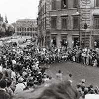 カンピドリオの丘をスタートする陸上男子マラソンの選手=1960年(昭和35年)9月11日、辻口文三撮影