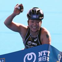 女子車いすで1位でフィニッシュした土田和歌子=東京都港区で2019年8月17日、佐々木順一撮影