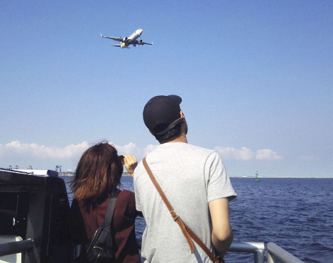 East Japan Railway Co. is looking to launch a ferry service connecting Haneda airport with central Tokyo to attract overseas visitors and secure an additional transport route during disasters. (Kyodo)