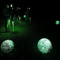 阿寒湖ならではのマリモを模した演出もある=北海道釧路市で2019年8月6日午後7時34分、貝塚太一撮影