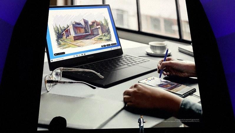 サムスン担当者が説明するギャラクシー搭載の「デックス」。進化してウィンドウズパソコンとも連携