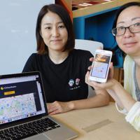 痴漢レーダーを紹介するキュカの禹ナリ社長(左)と片山玲文さん