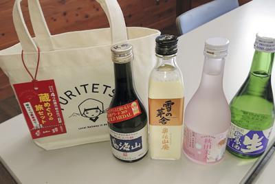 日本酒の飲み比べができる「蔵めぐり旅セット」=由利高原鉄道提供