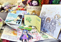 Messages and illustrations for the victims of the Kyoto Animation fire are seen in an area for people to leave offerings for the dead, in Fushimi Ward, Kyoto, on Aug. 18, 2019. (Mainichi/Ai Kawahira)